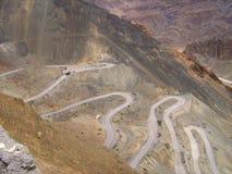 Caminos del zigzag en Ladakh mountain-2 Fotografía de archivo libre de regalías