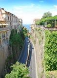 Caminos estrechos en Sorrento, Italia fotografía de archivo libre de regalías