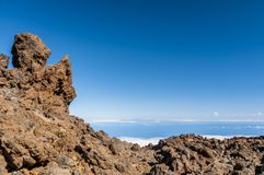 Caminos y lava rocosa del volcán Teide Fotos de archivo libres de regalías