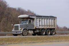 Camion à benne basculante gris Images libres de droits
