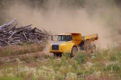 Camion à benne basculante industriel Photo libre de droits