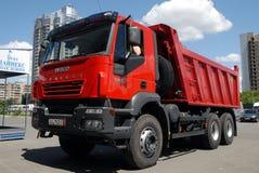 Camion à benne basculante rouge Photographie stock