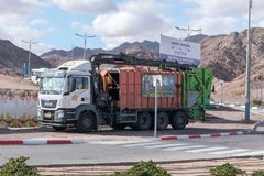 Camion à ordures dans Eilat photographie stock