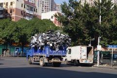 Camion à ordures de rebut de transport photos libres de droits