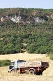 Camion abandonné dans la campagne Image stock