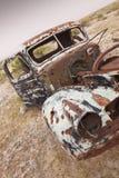 Camion abbandonato arrugginito fotografia stock