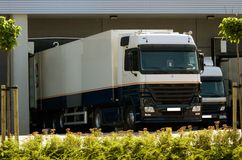 Camion al bacino di caricamento Fotografia Stock Libera da Diritti