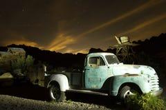 Camion antique en ville fantôme Image stock