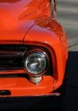 Camion arancione classico Fotografie Stock Libere da Diritti