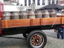 Camion avec des bidons à lait Image libre de droits