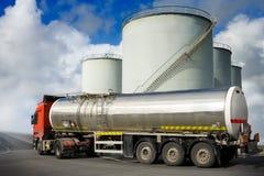 Camion avec le réservoir de carburant Images libres de droits
