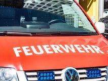 Camion berlinois de service de corps de sapeurs-pompiers de Feuerwehr images libres de droits