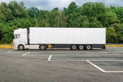 Camion blanc de cargaison image libre de droits