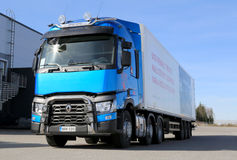 Camion bleu de Renault T460 pour le long-courrier Image libre de droits