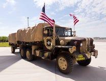 Camion camouflé par armée Images libres de droits