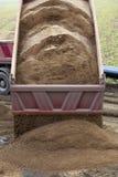 Camion che capovolge sabbia Fotografia Stock