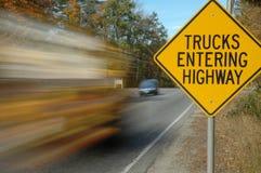 Camion che entrano in segno Fotografia Stock Libera da Diritti