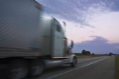 Camion che guida durante il tramonto Fotografia Stock Libera da Diritti