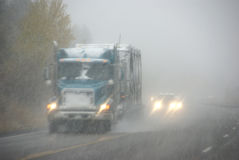 Camion che si muovono attraverso la nebbia Immagine Stock Libera da Diritti