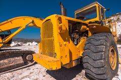 Camion che trasporta marmo localmente estratto immagini stock libere da diritti