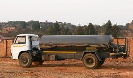 Camion-citerne aspirateur de l'eau image stock