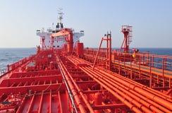 camion-citerne de bateau de pétrole brut de transporteur images stock