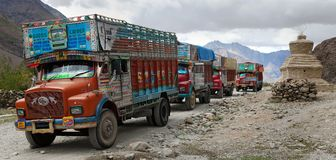 Camion coloré en Himalaya indien Photographie stock libre de droits