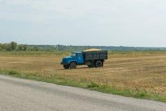 Camion con grano Immagini Stock