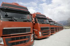 Camion corporativi della flotta allineati Fotografia Stock