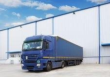 Camion, costruzione del magazzino Fotografia Stock Libera da Diritti