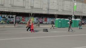 Camion détruit de police - révolution d'Euromaidan dedans clips vidéos