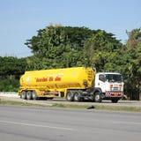 Camion d'huile d'entreprise de transport d'huile de sous-marin de Watchara Photos stock