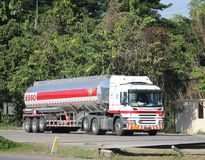 Camion d'huile d'Esso d'entreprise de transport de Pong RaVee Oil Photos libres de droits