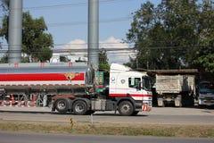 Camion d'huile d'Esso d'entreprise de transport de Pong RaVee Oil Photo stock