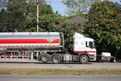 Camion d'huile d'Esso d'entreprise de transport de Pong RaVee Oil Photographie stock