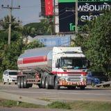 Camion d'huile d'Esso d'entreprise de transport de Pong RaVee Oil Images stock