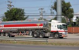 Camion d'huile d'Esso d'entreprise de transport de Pong RaVee Oil Images libres de droits