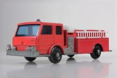 Camion d'ouvrier chargé des pompes d'incendie Photos libres de droits