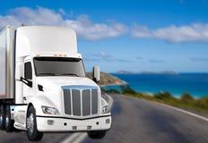 Camion dans la route image libre de droits