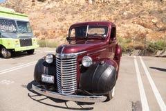 Camion 1954 de Chevrolet de rouge foncé Image libre de droits
