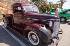 Camion 1954 de Chevrolet de rouge foncé Images libres de droits