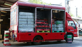 Camion de livraison de boissons non alcoolisées Photographie stock libre de droits