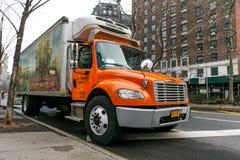 Camion de livraison direct frais de nourriture Images libres de droits
