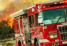 Camion de lutte contre l'incendie d'opérations Photographie stock libre de droits