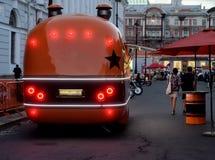 Camion de nourriture avec le café de rue image libre de droits