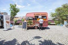 Camion de nourriture pointillé par rose Images libres de droits