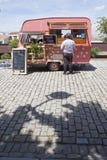 Camion de nourriture pointillé par rose Photos stock