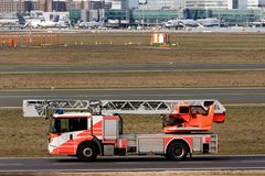 Camion de pompier d'a?roport image stock