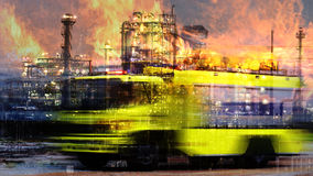 Camion de pompier et fond d'industrie Photographie stock