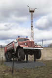 Camion de pompiers AC-40 sur les châssis ZIL 157A près de la bouche d'incendie dans la ville Kadnikov Photos stock